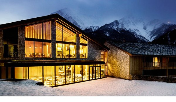 Photo exteriors in winter Grand Hotel Courmayeur Mont Blanc