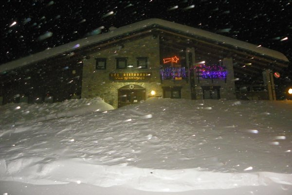 Foto esterno in inverno Les Granges