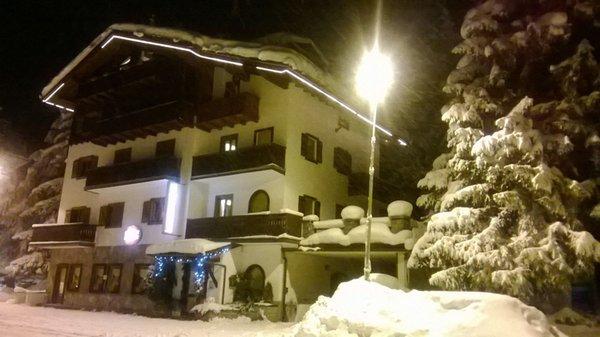 Foto esterno in inverno Checrouit