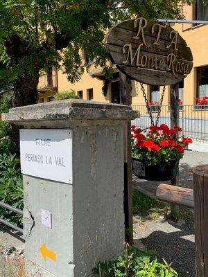 Foto Außenansicht im Sommer Hôtel Monte Rosa
