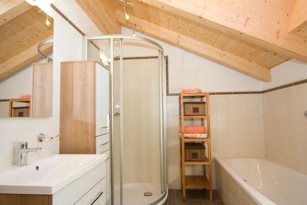 Foto del bagno Appartamenti in agriturismo Zehenthof