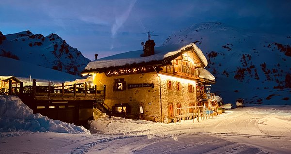 Winter presentation photo Mountain hut Lo Riondet