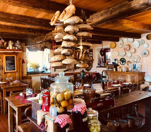 The restaurant La Thuile (Monte Bianco) Lo Riondet