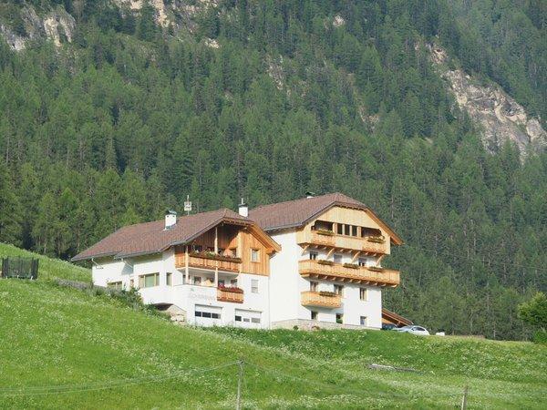 Foto esterno in estate Appartamenti Miribunghof
