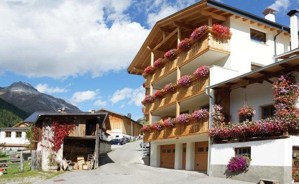 Foto estiva di presentazione Zangerlehof - Appartamenti in agriturismo 2 fiori