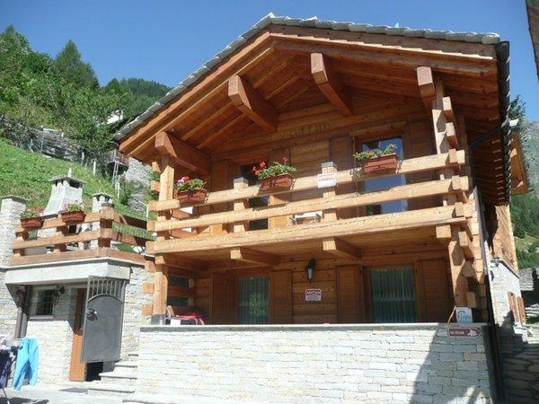 Foto estiva di presentazione Chalet Volpi - Appartamenti