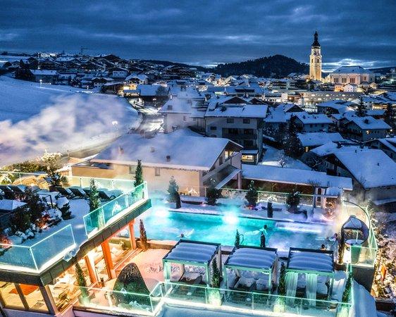 Foto esterno in inverno Wellness e Day SPA ABINEA