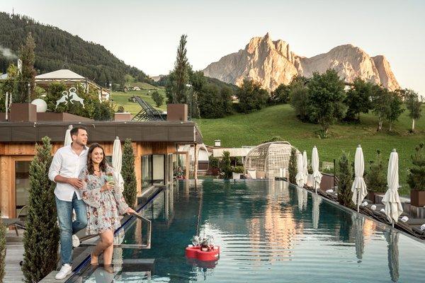 Foto esterno in estate Wellness e Day SPA ABINEA