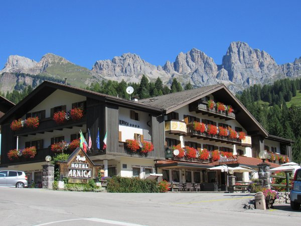 Foto esterno in estate Park Hotel Arnica
