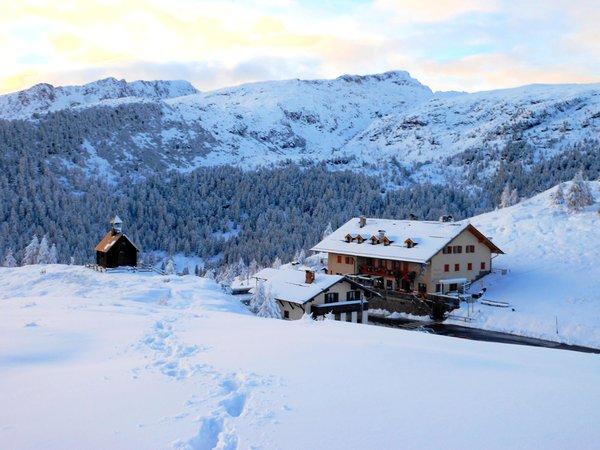 Foto invernale di presentazione Rifugio Capanna Passo Valles