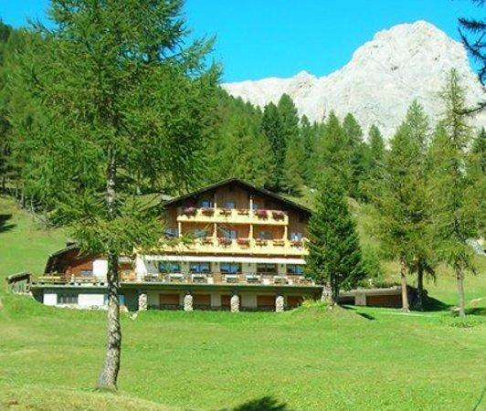 Foto estiva di presentazione Flora Alpina - Rifugio con camere