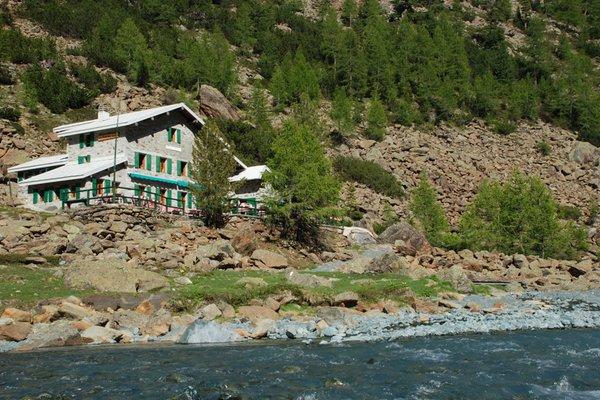 Sommer Präsentationsbild Berghütte mit Zimmern Ventina