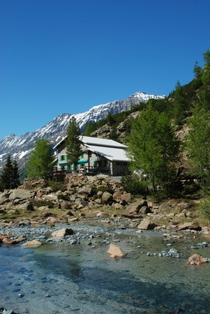 Lage Berghütte mit Zimmern Ventina Chiesa in Valmalenco