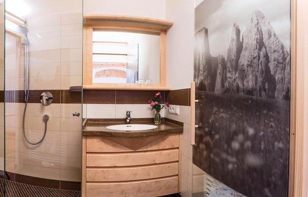 Foto del bagno Appartamenti in agriturismo Moarlhof