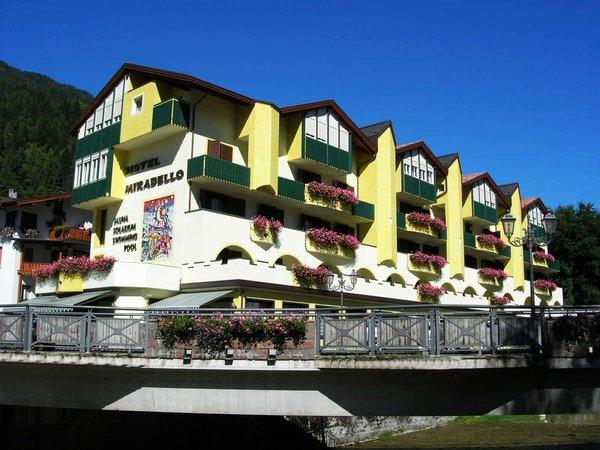 Foto estiva di presentazione Mirabello - Hotel 4 stelle