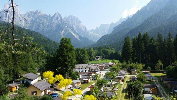 Foto estiva di presentazione Castelpietra - Campeggio