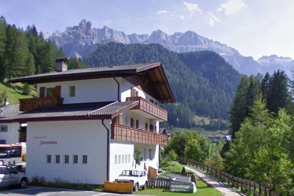 Foto estiva di presentazione Appartamenti Jasmin