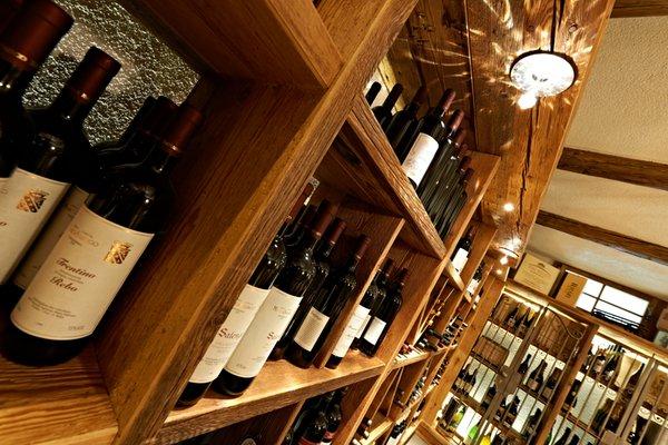 La cantina dei vini Andalo Cavallino Lovely Hotel