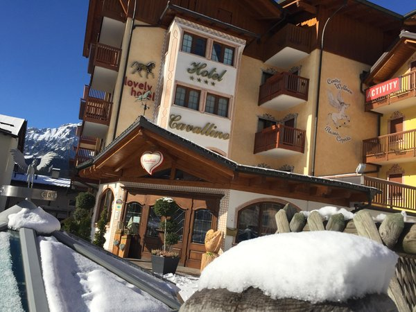 Foto esterno in inverno Cavallino Lovely Hotel