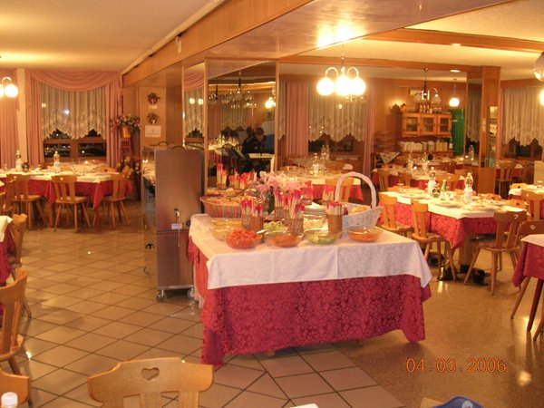 The restaurant Cavedago Olisamir