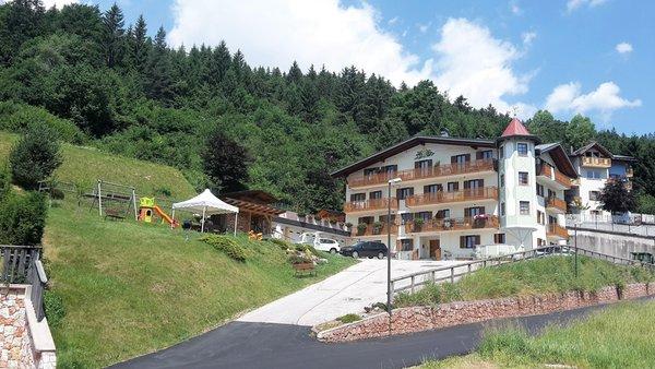 Foto estiva di presentazione La Val - Appartamenti 4 genziane