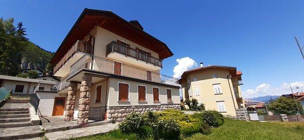 Foto esterno in estate Casa Adamello