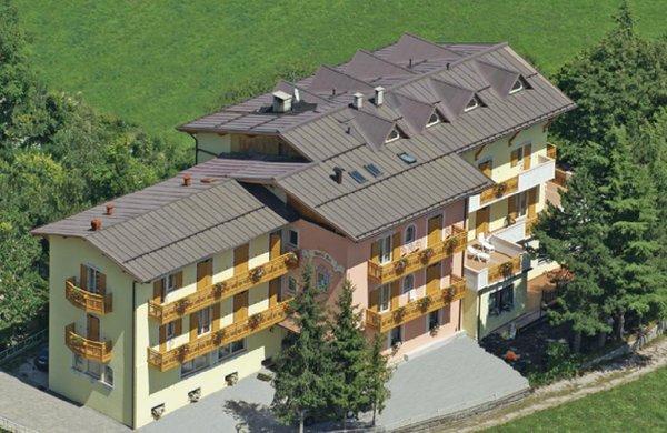 Foto estiva di presentazione Hotel Fai