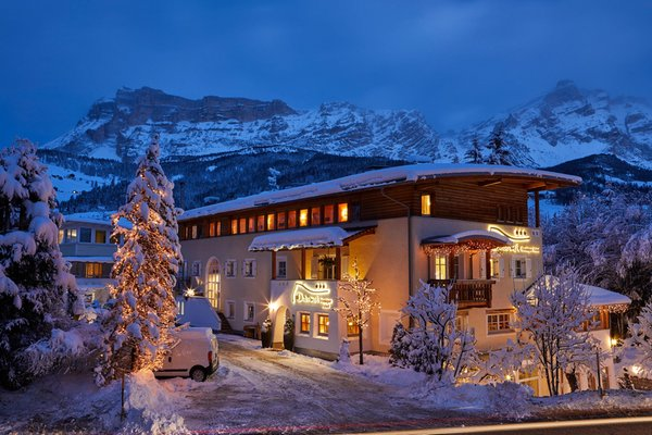 Foto esterno in inverno Dolomit Boutique Hotel