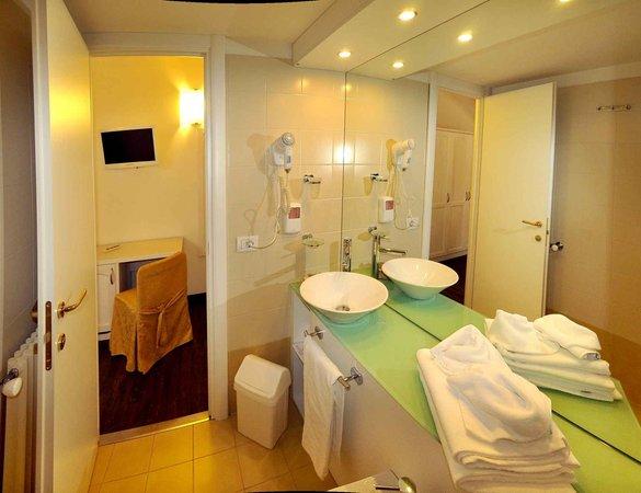 Foto del bagno Alpen Hotel Eghel
