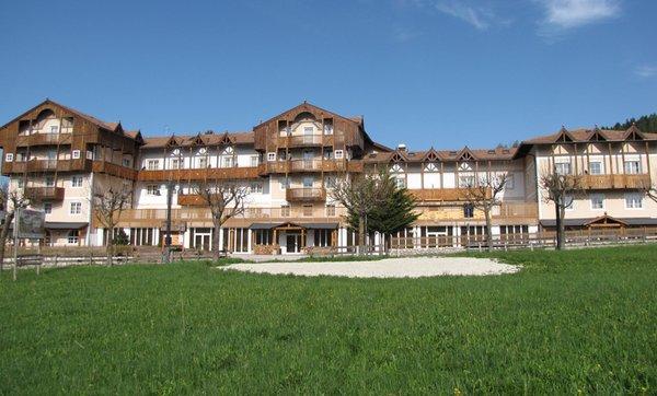 Foto esterno in estate Alpen Hotel Eghel