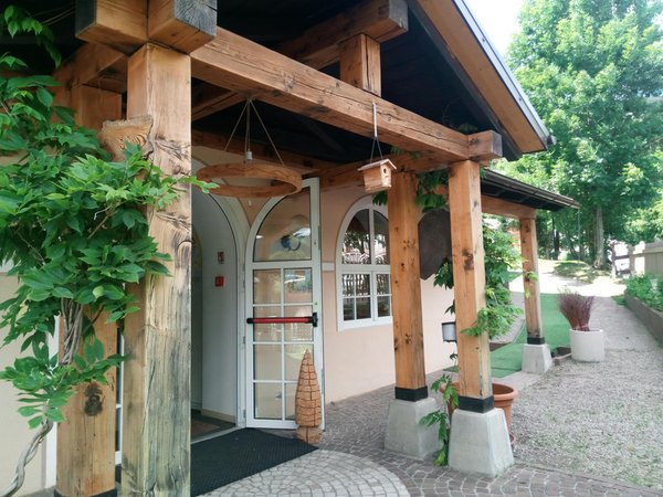 Foto Außenansicht im Sommer Alpen Hotel Eghel