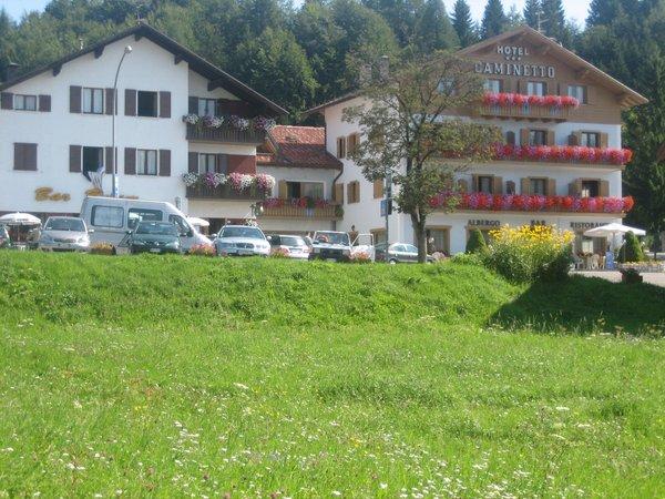 Foto esterno in estate Caminetto Mountain Resort