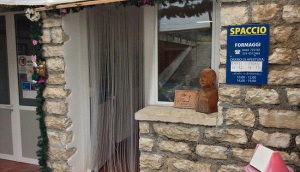 Foto esterno in estate Caseificio Maso Engher