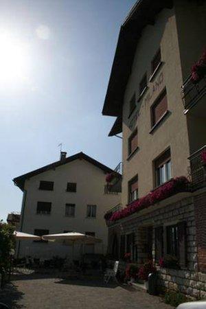 Foto esterno in estate Milano