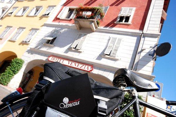 Summer presentation photo B&B (Garni)-Hotel Venezia