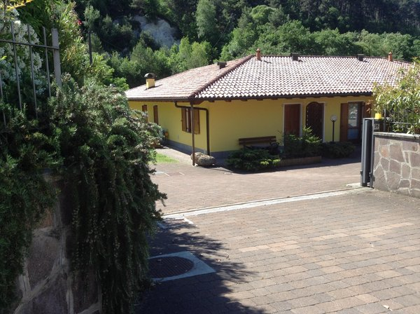Il parcheggio Camere + Appartamenti in agriturismo La Decima