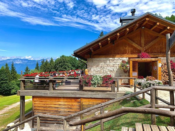 Summer presentation photo Mountain hut Maranza