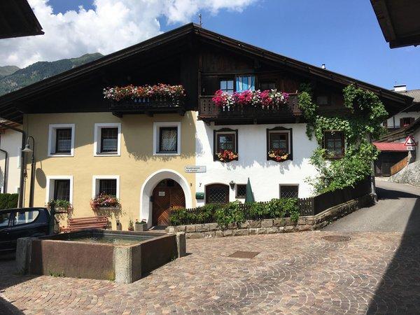 Foto esterno in estate Apartments Heidenberger Fienili