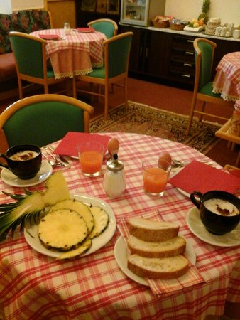The breakfast Bed & Breakfast Miramonti