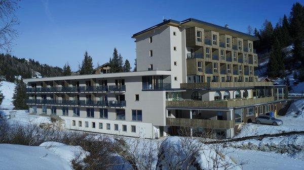 Foto Außenansicht im Winter Boè Sports & Nature Hotel