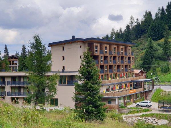 Foto Außenansicht im Sommer Boè Sports & Nature Hotel
