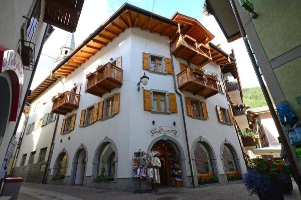 Foto estiva di presentazione Casa Ferrari - Appartamenti 4 genziane
