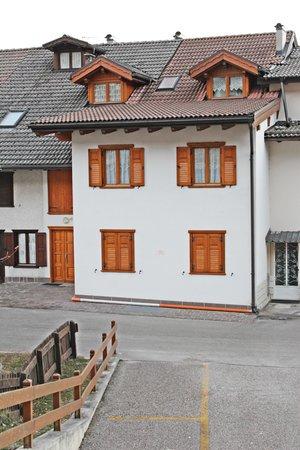 Foto esterno in estate Casa Genziana