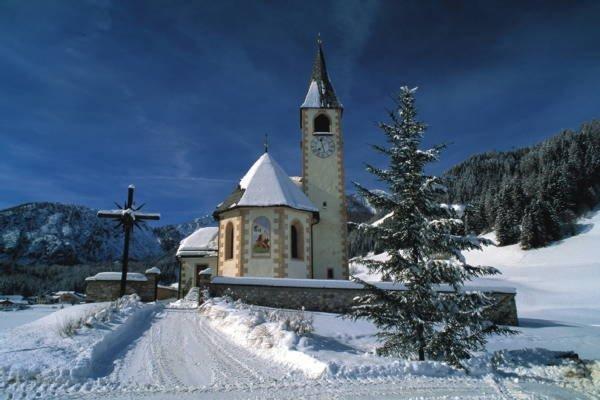 Foto invernale di presentazione Valle di Braies - Associazione turistica