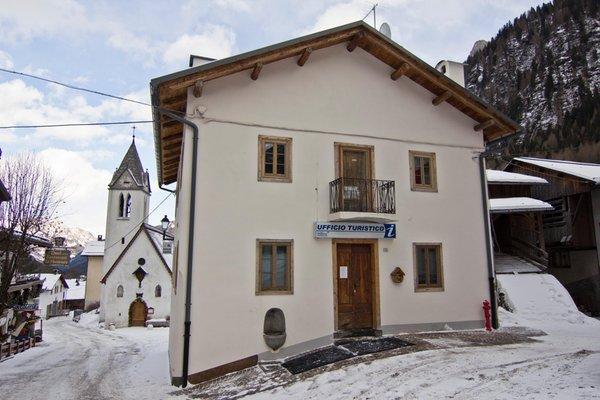Foto invernale di presentazione Consorzio turistico Marmolada Rocca Pietore Dolomiti