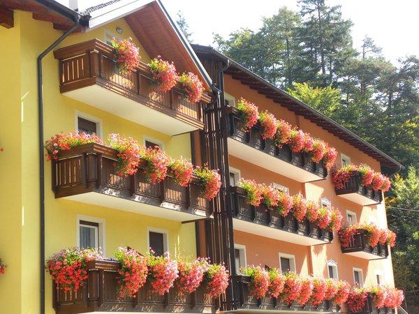 Foto esterno in estate Miramonti