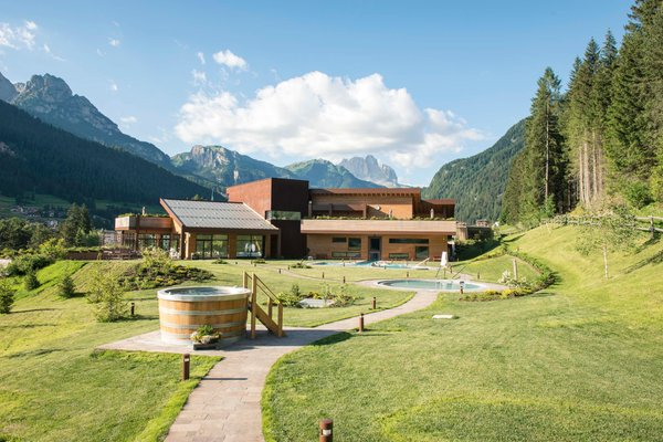 Foto esterno in estate QC Terme Dolomiti