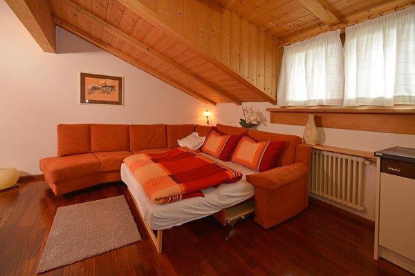 Appartamenti rezia ortisei val gardena - Colore divano pavimento cotto ...