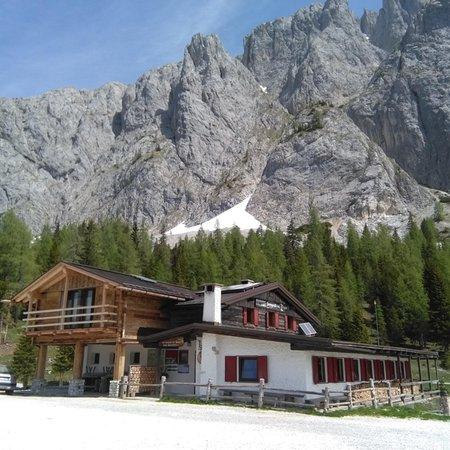 Summer presentation photo Mountain hut Sorgenti del Piave