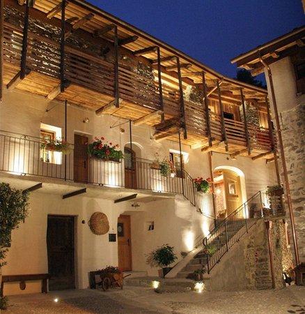 Foto estiva di presentazione Ostello del Castello - Hotel